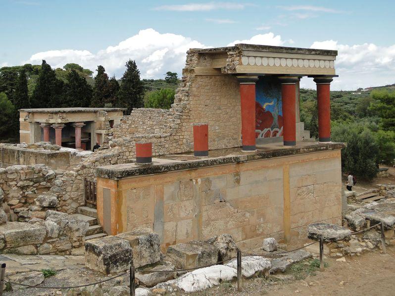 1280px-Knossos_-_North_Portico_02